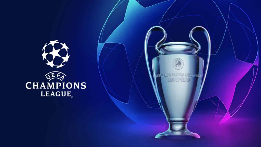 Z prawej strony puchar z lewej logotyp Champions league
